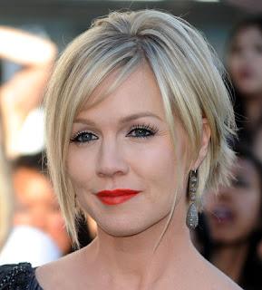 http://3.bp.blogspot.com/_jcBTkj0Uv54/TF11JRQq4xI/AAAAAAAAAK8/cfqFAUUNKZE/s1600/short+hairstyle+with+side+swept+bangs.jpg