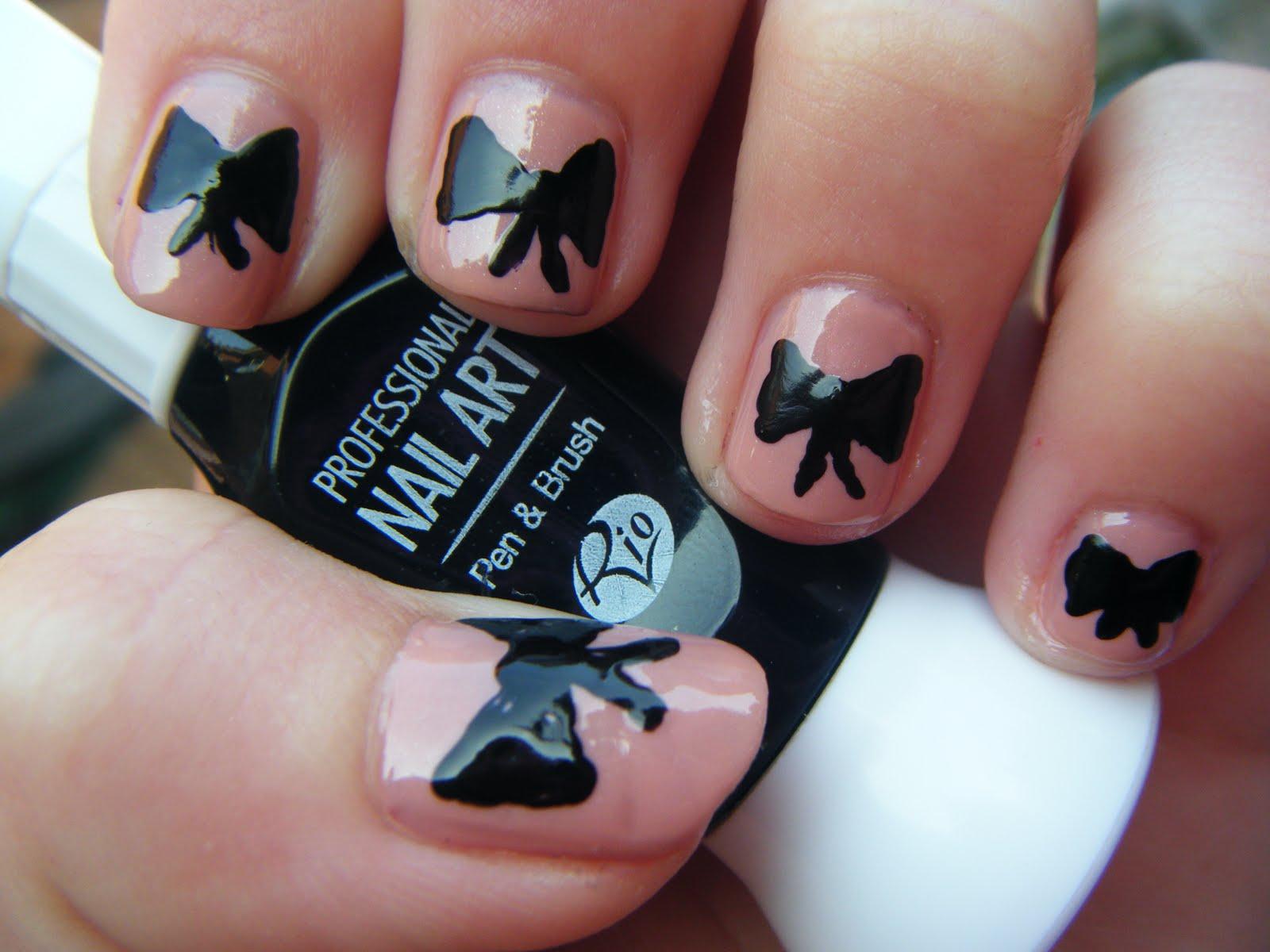 PaintAwayGirls: Girly bow & spots nail design