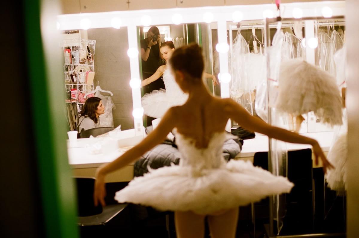http://3.bp.blogspot.com/_jcmJ9DBdAgg/TVLx8fexJjI/AAAAAAAABGY/ZkoTb4jmb6c/s1600/Black-Swan-natalie-portman-17686452-1280-849.jpg