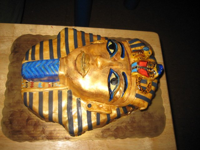 Egyptian Birthday Cakes http://therealtwinsofnyc.blogspot.com/2010/12/queens-of-sweet-makes-cake-off-cocos.html