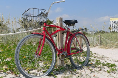 Image of red bicycle in Miami
