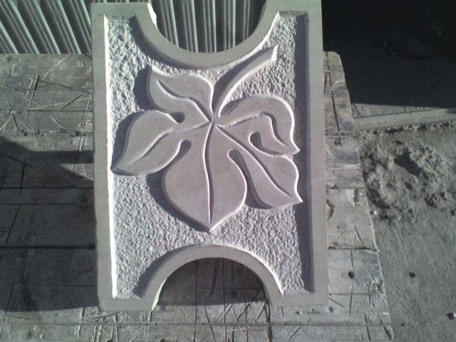 каменен орнамент лозов лист