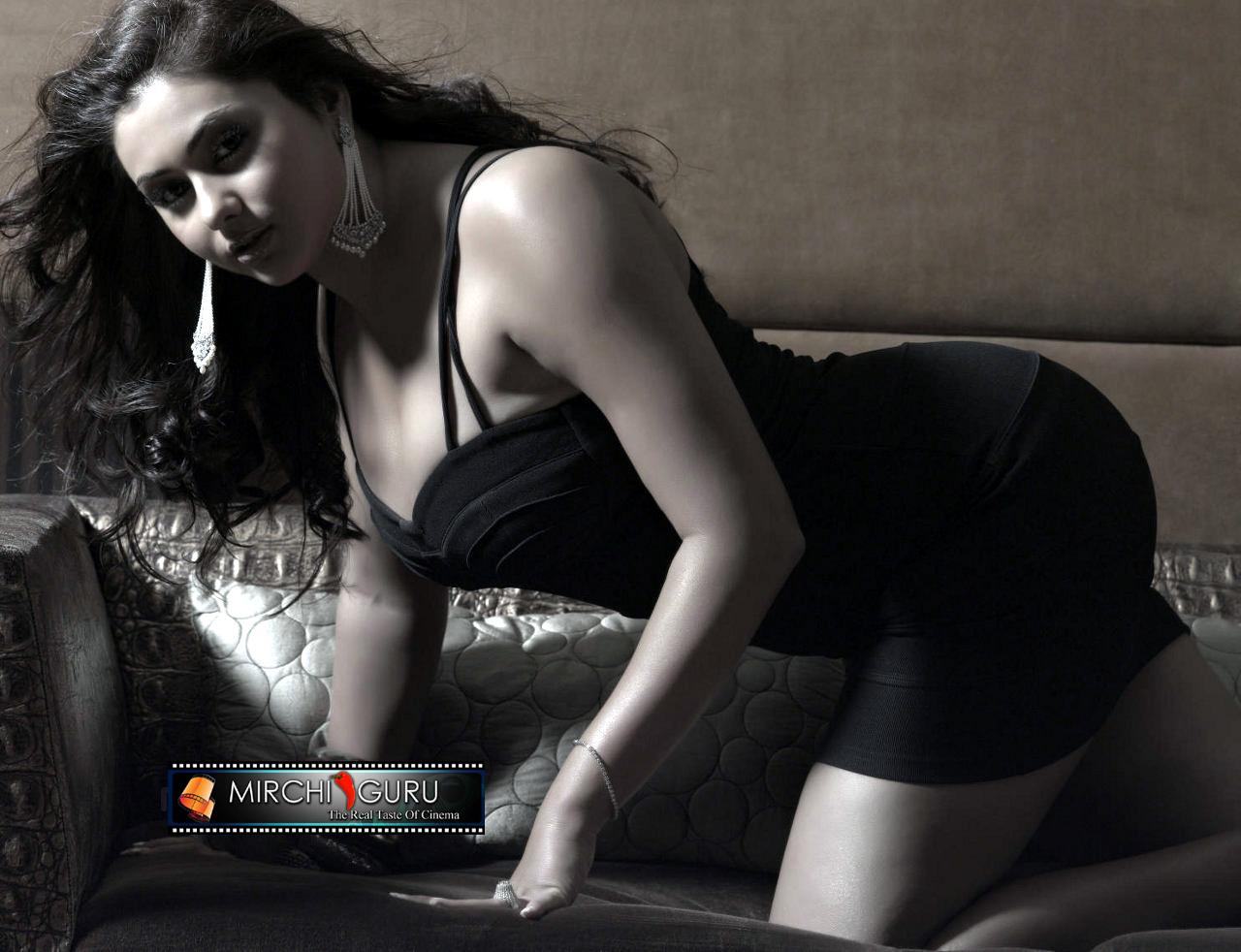 http://3.bp.blogspot.com/_jdnlGz1uv74/TKAu_bFlHyI/AAAAAAAAACs/l7fFWecOwIE/s1600/namitha_photo_shoot_wallpapers_07+copy.jpg