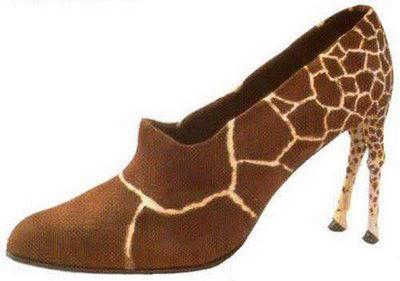 Siapa nak jadi tinggi macam zirafah, pakai la kasut tumit tinggi ni ...
