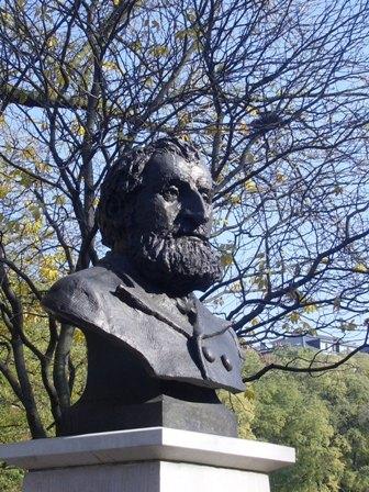 Le buste de Gustave Moynier aux Bastions