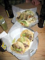 Tacos de pescado, carnitas y carne asada