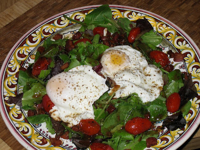 Mesclun salad with poached egg, roasted tomato and lardons