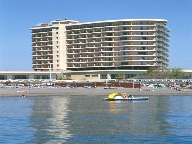 hotel puente real en torremolinos:
