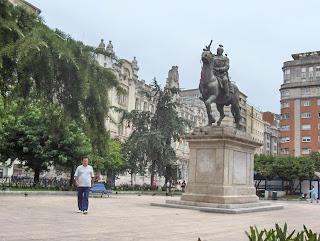estatua de franco frente al ayuntamiento de Santander. Pinchar para ampliar