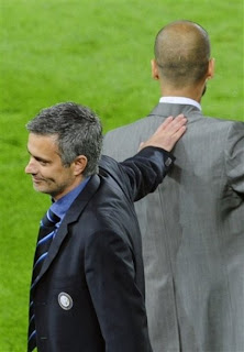 Mourinho vs Barcelona , mourinho celebrating , Jose Mourinho giving handshake with guardiola