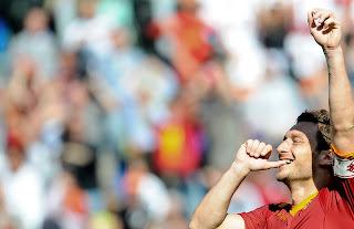 As Roma Vs Calgiari HQ Match Photos , Totti celebrating