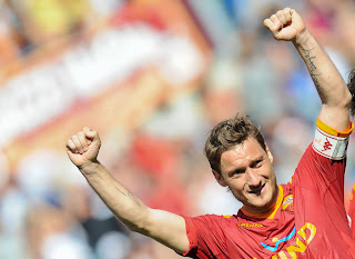 As Roma Vs Calgiari HQ Match Photos , Totti celebrating, Totti celebrating with himself, totti showing her muscles