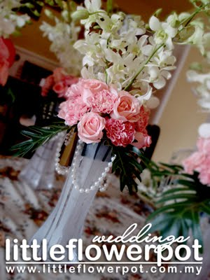 fresh flowers centerpiece for weddings