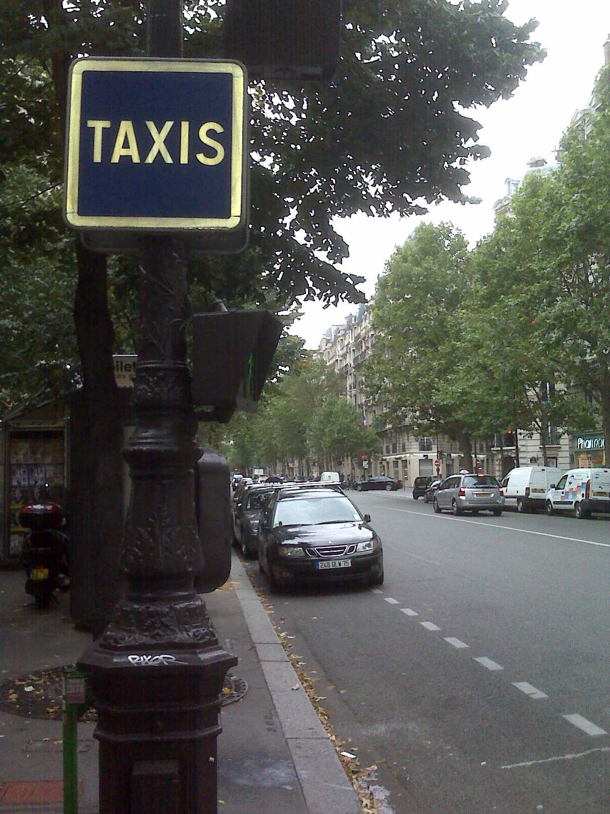 [Taxi+Empty+Taxi+stand+Paris.jpg]