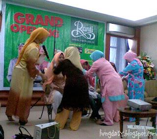ranti jilbab grand opening