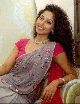 hot girls of world black saree babes aunty in red saree