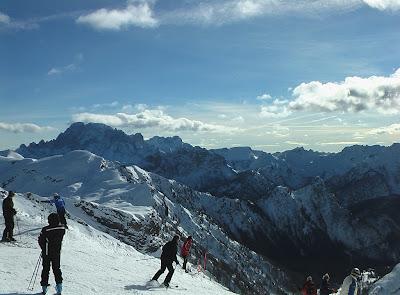 Narciarskie przygody a rozrywki w wielkim mieście/Skiing adventures and entertainment in the big city