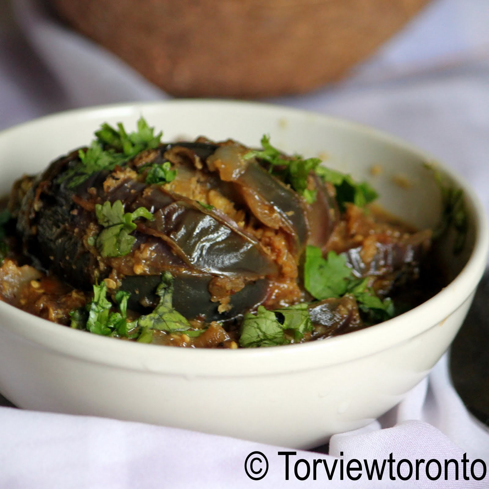 Eggplant curry stuffed with coconut