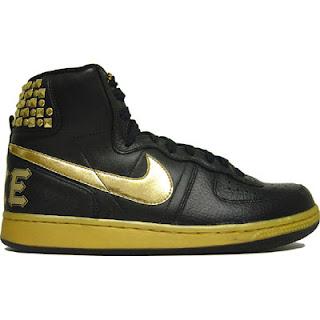 ... ein Nike Vandal Hi. Beide kombinieren schwarz und gold e5ad08307e