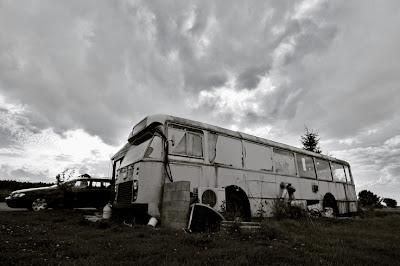 Friterie dans un vieil autobus, photo © dominique houcmant