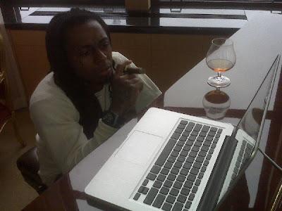 Lil Wayne usando o twitter depois de ser solto