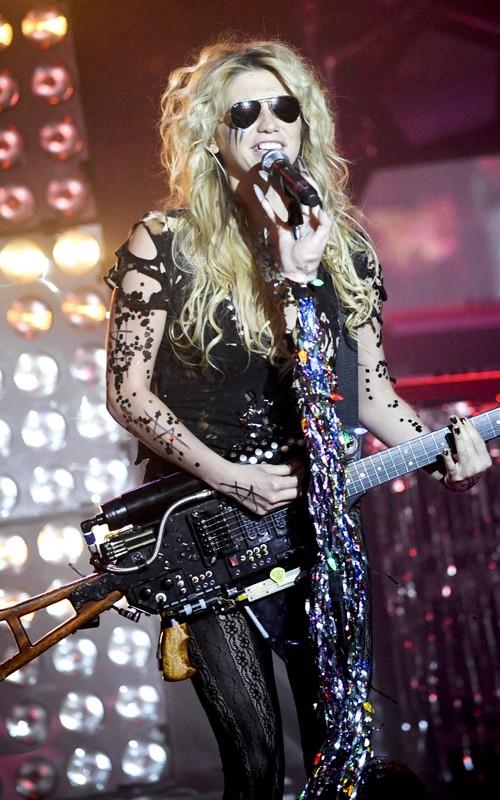 Ke$ha Rocks Out in Paris ~ DISNEY STAR UNIVERSE Hilary Duff Songs