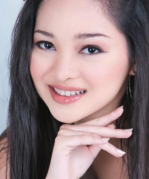 Sexy Myanmar Model Moe Yu