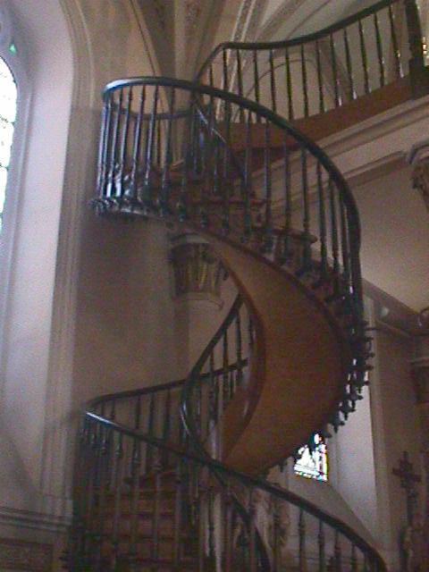 As Escadas em espiral para a sua casa, para a Igreja restaurada, para embelezar qualquer divisão.