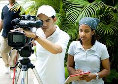 Dirigiendo una escena del Documental Norman de Castro junto a la Libretista Odalis Castillo.