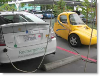 Foto von Elektroautos an der Ladestation