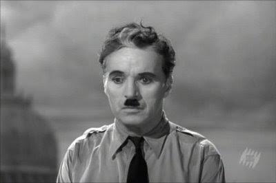 Charles Chaplin usa a voz pela primeira vez e faz um discurso histórico sobre a liberdade