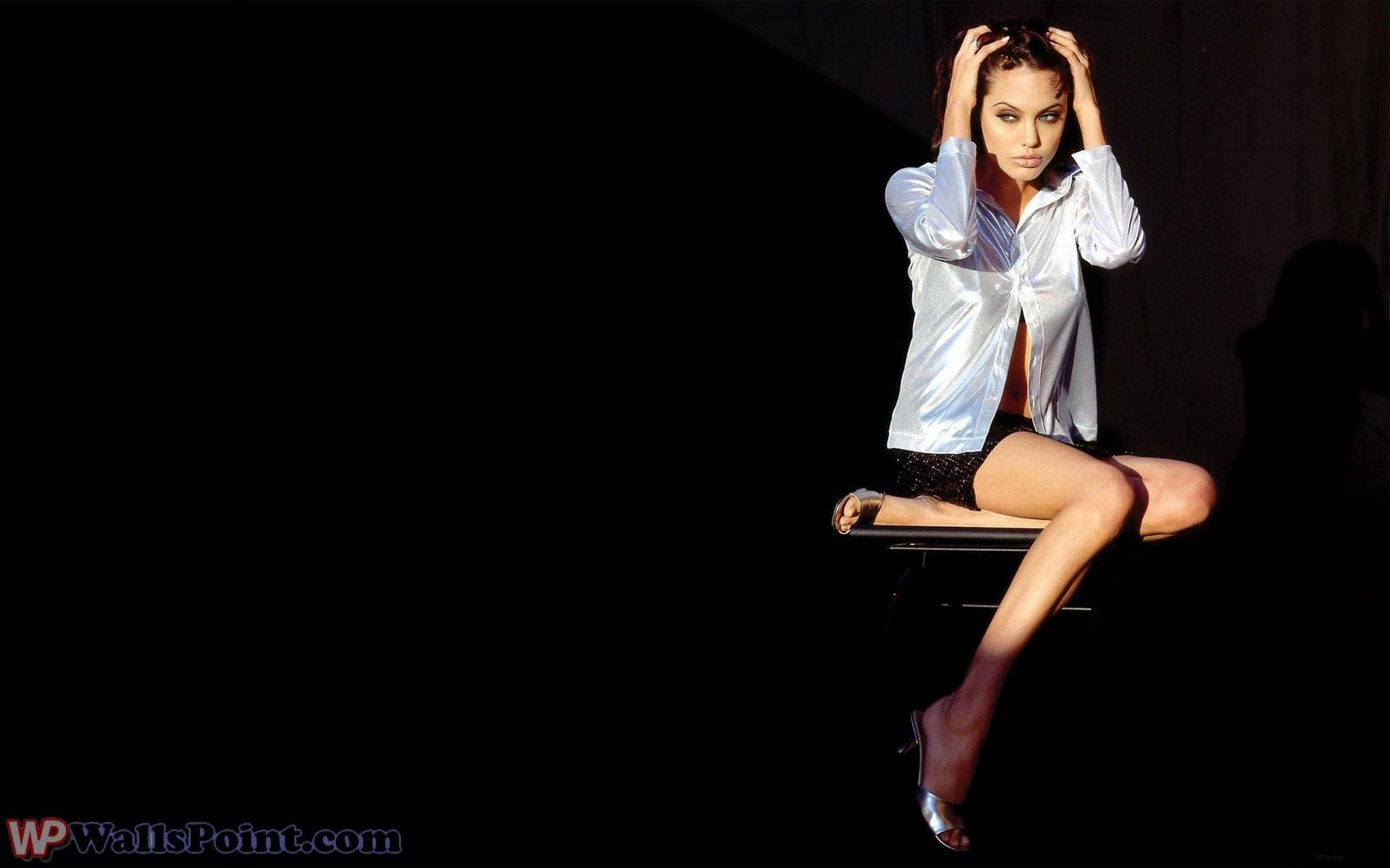 http://3.bp.blogspot.com/_jv3QsJvYDs8/TBy7AhXaunI/AAAAAAAAAlE/OzuEt6HkF_I/s1600/Angelina_Jolie++++++++++++++wallspoint.com+(8).jpg