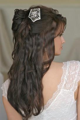 http://3.bp.blogspot.com/_jvFjLBNfdLg/S8Z3cna0mwI/AAAAAAAAAmw/RE5TNW65w1Y/s1600/peinado+de+novia+largo1.jpg