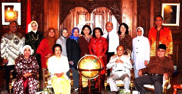 Mantan Presiden Habibie di Rumahnya