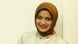 marissa haque in brown yogyakarta jilbab, 2010