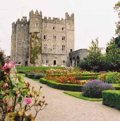 Castelo da familia McNach - IRLANDA! Kilkea-ext