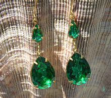 LUXURIOUS EMERALD PEARS