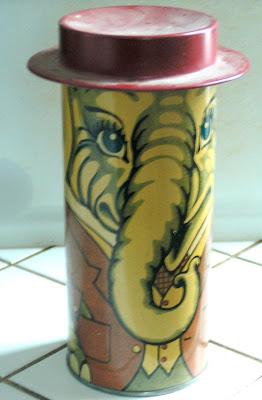 http://3.bp.blogspot.com/_jyXFLrAZxSY/SqPnKzceYYI/AAAAAAAAAcc/Yr7YM0UYRxs/s400/elephant+tin.jpg