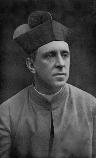 [367px-Monsignor_R._H._Benson_in_Oct._1912,_Aged_40]