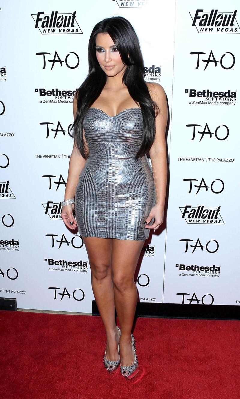 gallery enlarged kardashian boobies dress 08 - �ivili Ayakkab� Modeli