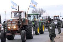 Un tractorazo ruralista recibió a Cristina en Santa Fe