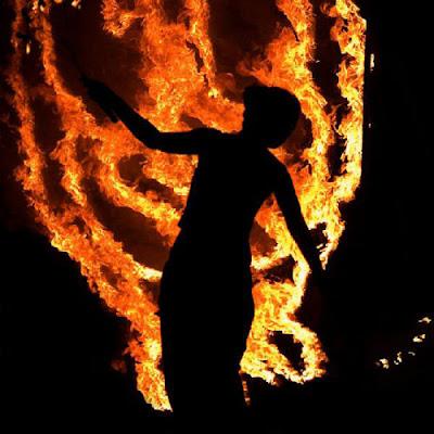 http://3.bp.blogspot.com/_k28dlguPBKs/ST0bNpLhqjI/AAAAAAAAKEg/_JCizztIoPc/s400/beltane_fire_festival15.jpg