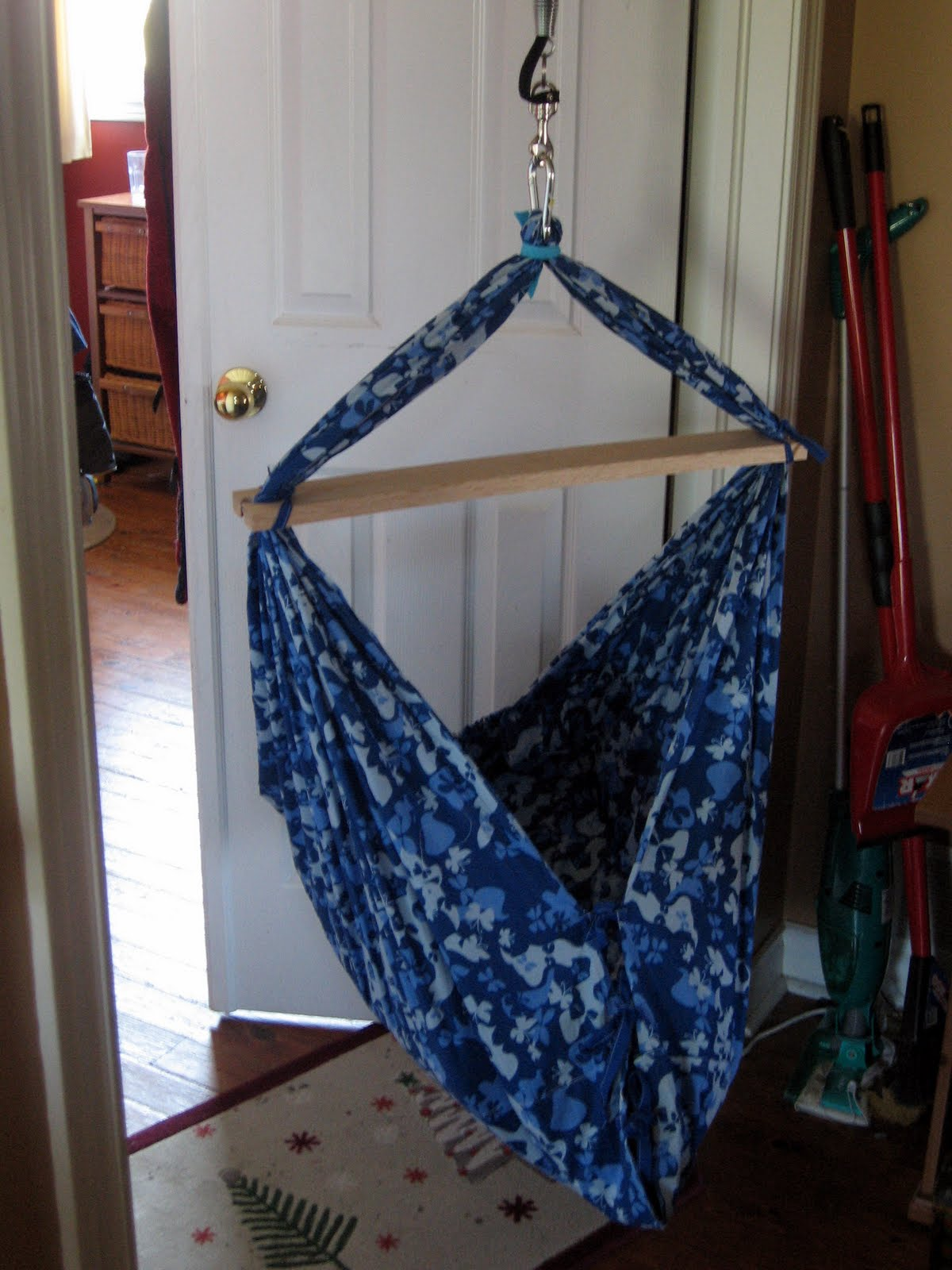 Life on the roof make a baby hammock - How to make a cloth hammock ...