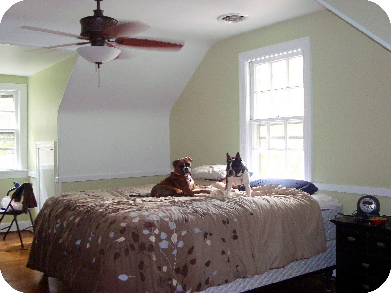 http://3.bp.blogspot.com/_k3MG3axNlpY/TQFdNPWh9YI/AAAAAAAAAuA/TlwxZpptlbI/s1600/bedroom1.jpg
