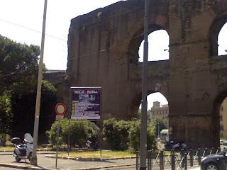 La vergogna del mercato pubblicitario romano