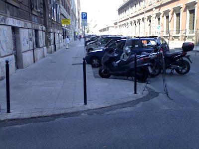 Strada Oasi o Strada Incubo? Ovvero una questione di stato per rifà du marciapiedi