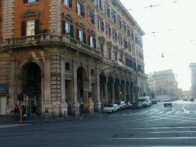 """Rimosso il """"mercatino di natale"""" a Piazza Vittorio"""