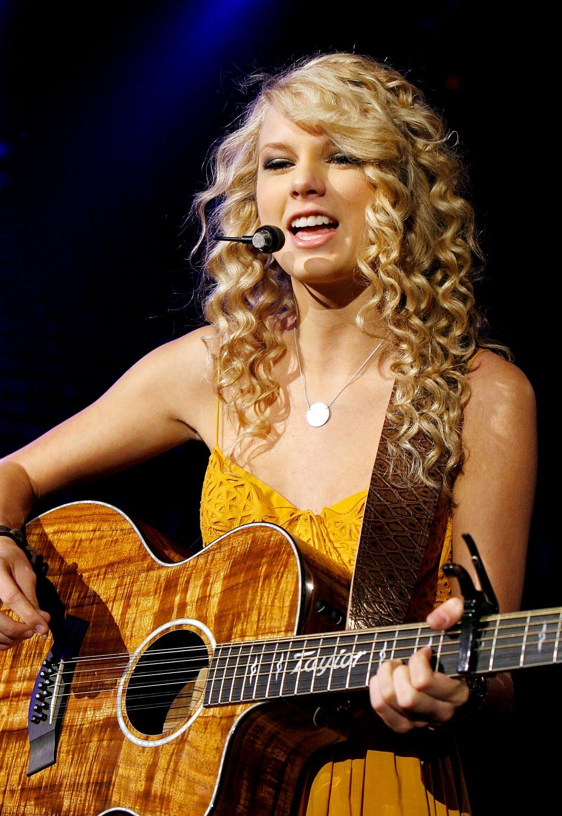 http://3.bp.blogspot.com/_k4YvZxWavLQ/TMyn2Q7XHtI/AAAAAAAAAV8/afru2MYnlIw/s1600/Taylor+Swift.jpg