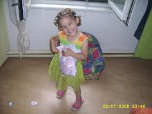 هدية حبيبتي لسارة :فستان ومسّكات شعر