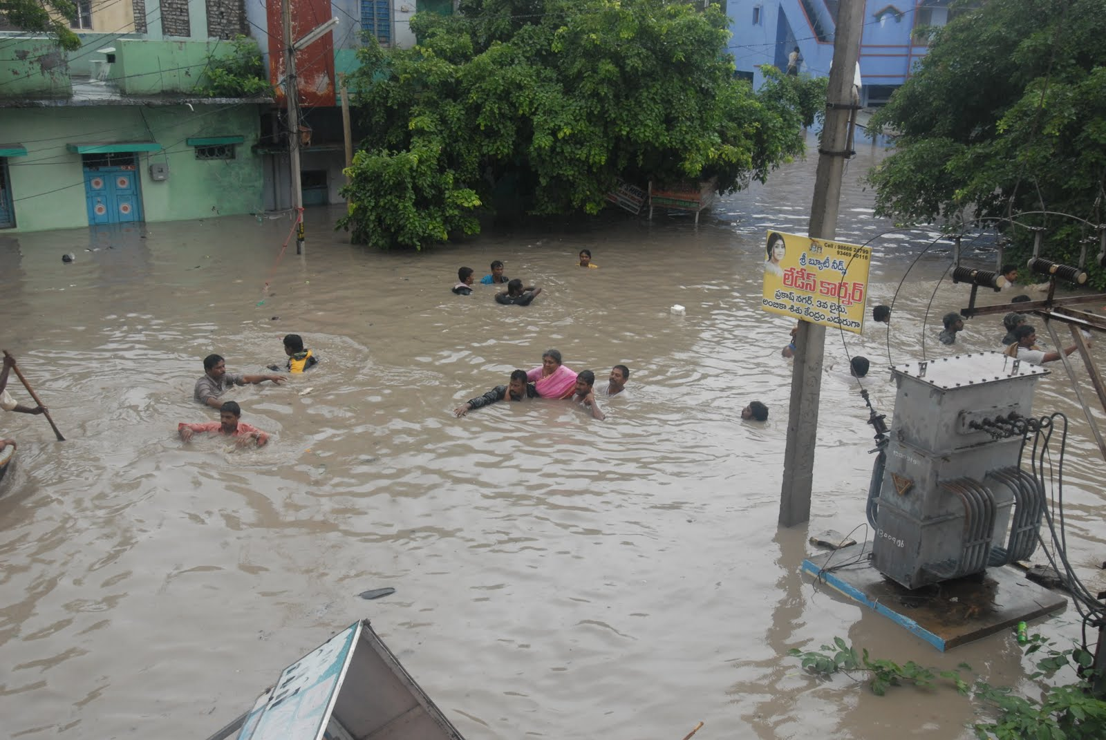 """scene in a flood affected area Essay on """"a flood scene"""" complete essay for class 10, class 12 and graduation and other classes."""